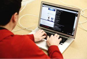Traducerile online se pot efectua ca si munca la domiciliu.
