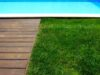 Gazon artificial langa piscina